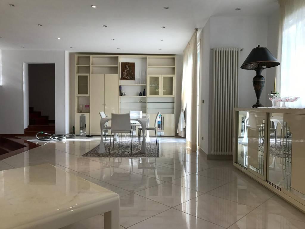 Villa in Affitto a Sasso Marconi Periferia: 5 locali, 320 mq