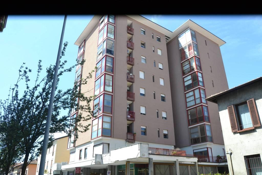 Appartamento in vendita a Seregno, 3 locali, prezzo € 108.000   CambioCasa.it