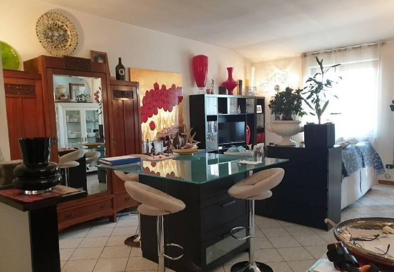 Appartamento in vendita a Rovato, 3 locali, prezzo € 108.000 | CambioCasa.it