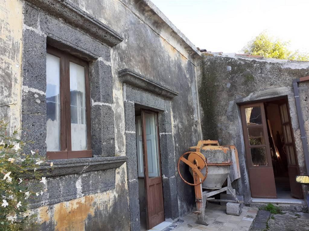 Rustico in Vendita a San Pietro Clarenza Centro: 5 locali, 150 mq