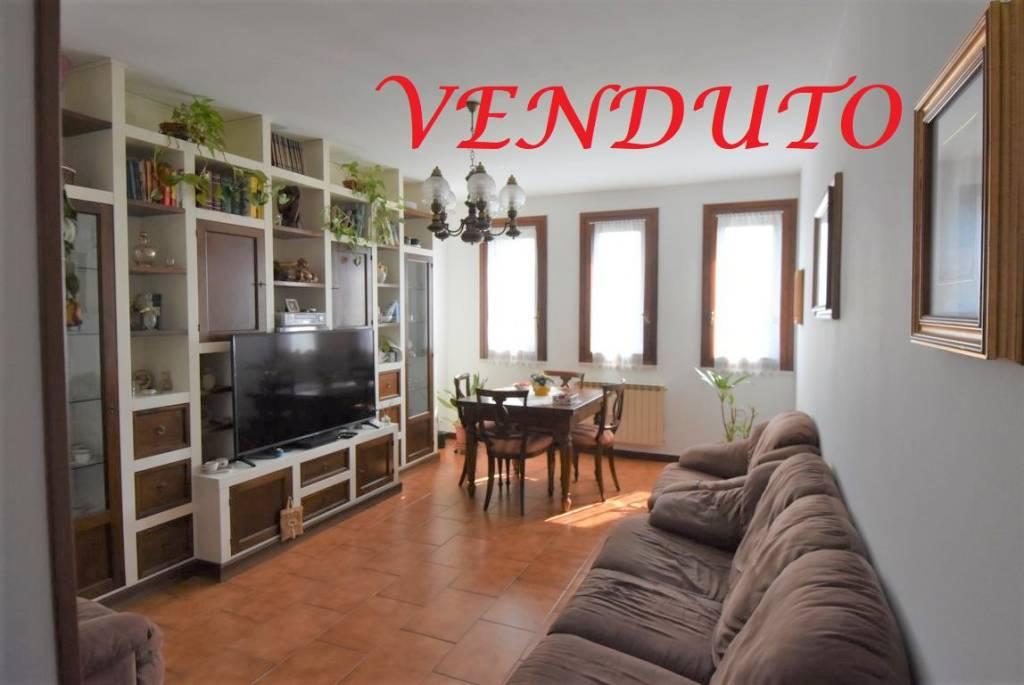 Appartamento in vendita a San Donato Milanese, 3 locali, prezzo € 185.000 | CambioCasa.it
