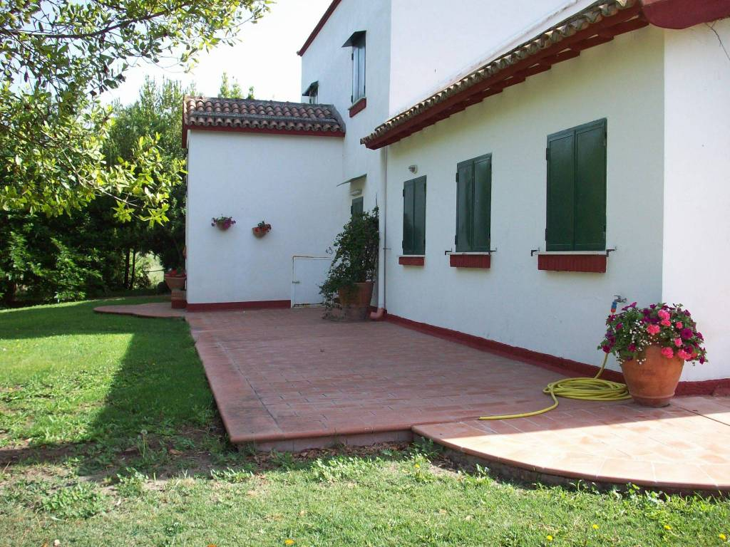 Villa in Vendita a Foggia Periferia Nord: 5 locali, 1366 mq