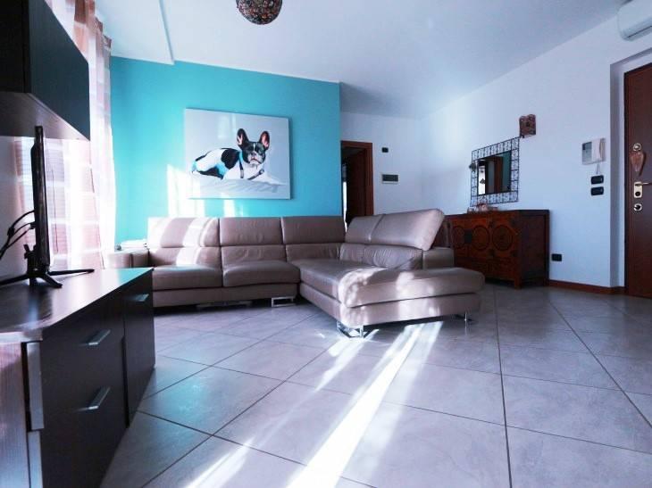 Appartamento in vendita a Uboldo, 3 locali, prezzo € 157.000   CambioCasa.it