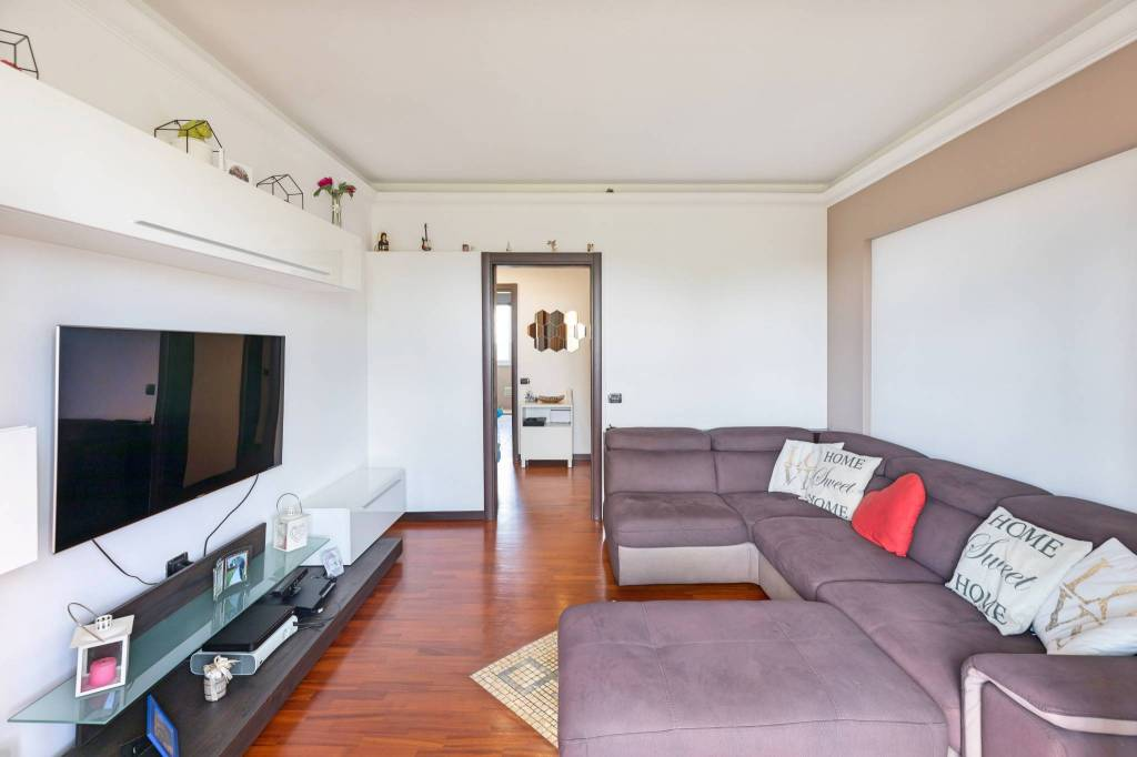 Appartamento in vendita a Corsico, 3 locali, prezzo € 195.000   CambioCasa.it