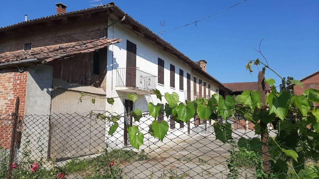 Rustico / Casale in vendita a San Damiano d'Asti, 4 locali, prezzo € 65.000   PortaleAgenzieImmobiliari.it