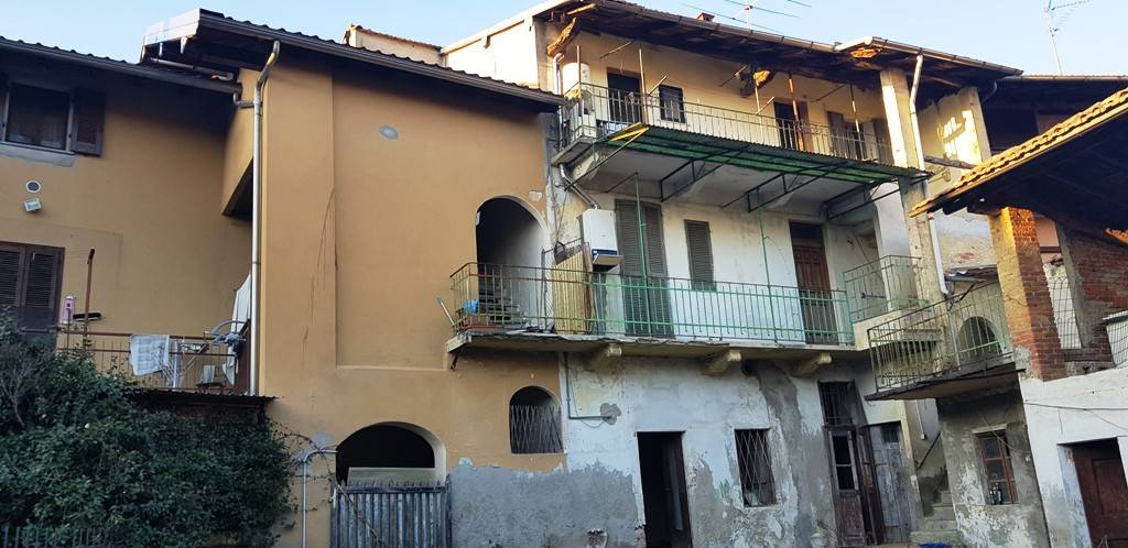 Rustico / Casale in vendita a Agrate Conturbia, 7 locali, prezzo € 75.000 | PortaleAgenzieImmobiliari.it
