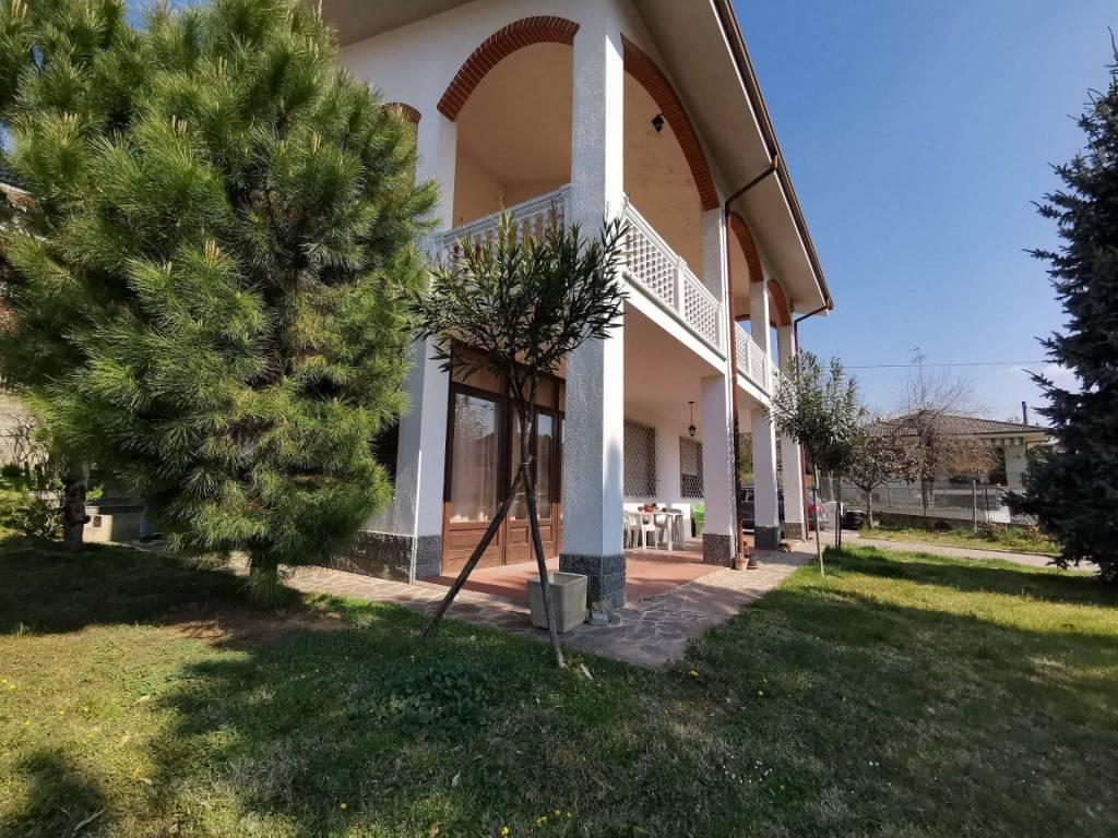 Villa in vendita a Montà, 12 locali, prezzo € 350.000   PortaleAgenzieImmobiliari.it