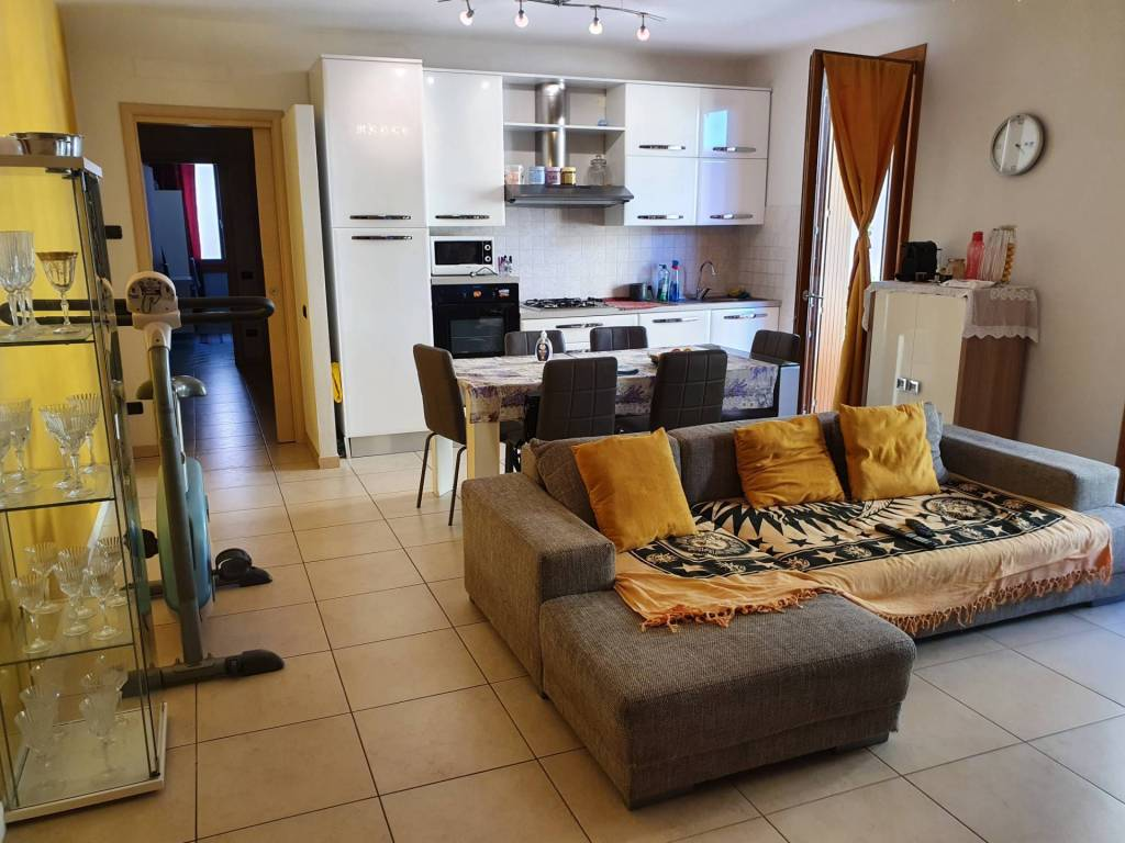 Appartamento in vendita a Pedrengo, 3 locali, prezzo € 159.000 | CambioCasa.it