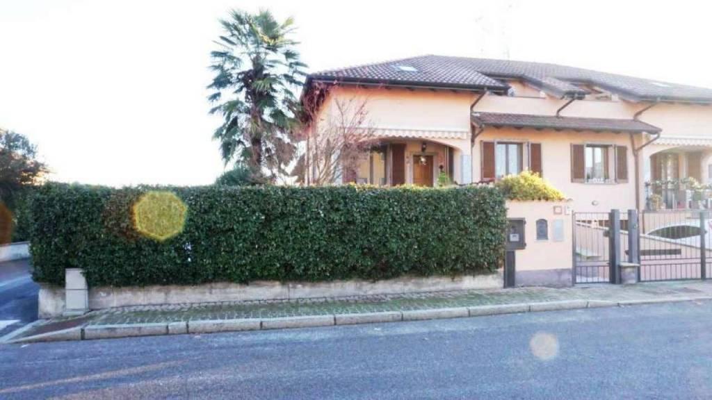 Villa in vendita a Carpiano, 4 locali, prezzo € 340.000 | CambioCasa.it