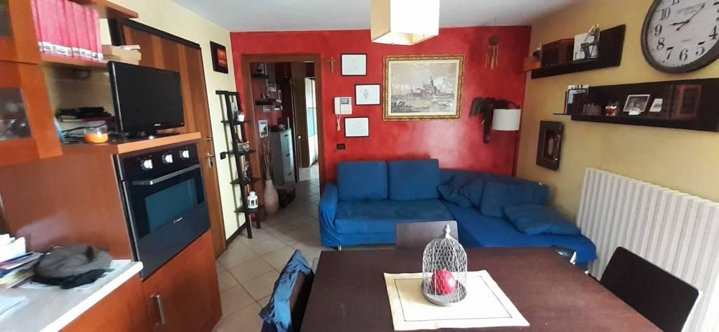 Appartamento in ottime condizioni in vendita Rif. 8426029