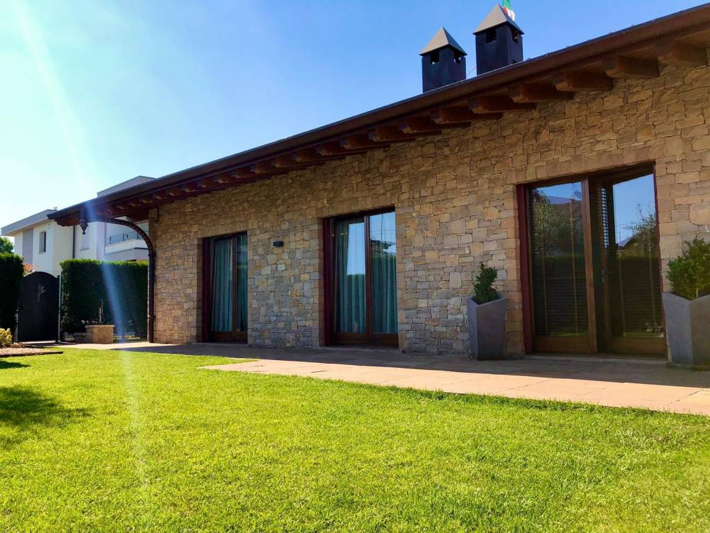 Villa in vendita a Zanica, 6 locali, prezzo € 550.000 | PortaleAgenzieImmobiliari.it