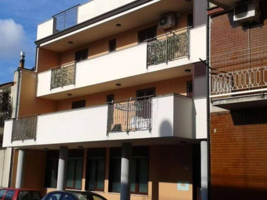Palazzo / Stabile in vendita a Frattaminore, 10 locali, Trattative riservate   CambioCasa.it