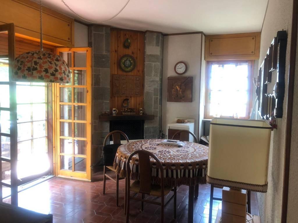 Appartamento in buone condizioni arredato in vendita Rif. 7484134