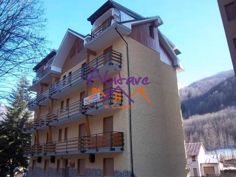Appartamento in buone condizioni arredato in vendita Rif. 9150564