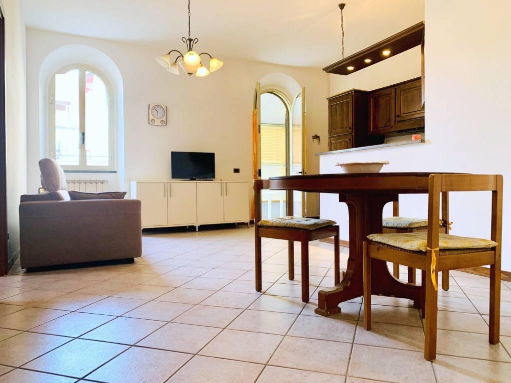 Appartamento in vendita a Camaiore, 3 locali, prezzo € 280.000 | CambioCasa.it
