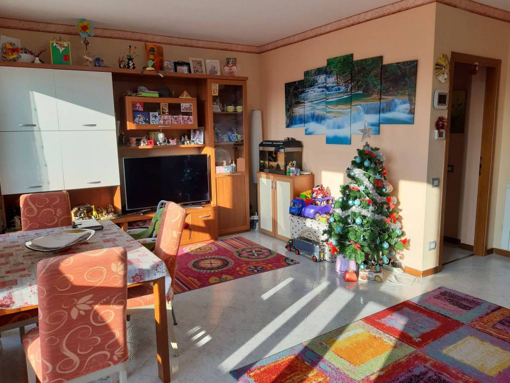 Appartamento in vendita a Oltrona di San Mamette, 3 locali, prezzo € 175.000 | CambioCasa.it