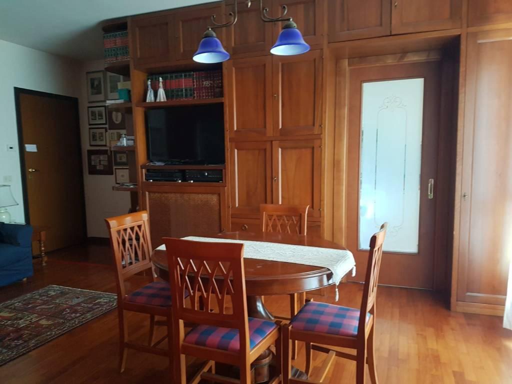 Appartamento in buone condizioni in vendita Rif. 8676646