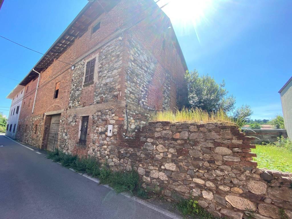 Rustico / Casale in vendita a Cavaglio d'Agogna, 3 locali, prezzo € 27.000 | PortaleAgenzieImmobiliari.it
