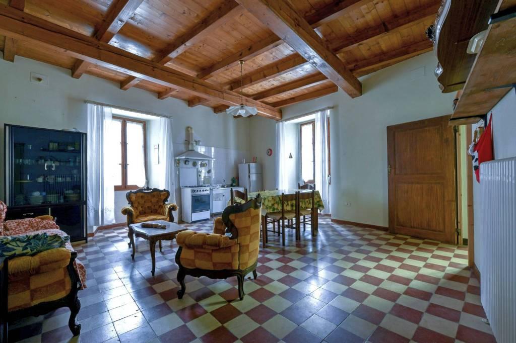 Rustico / Casale in vendita a Vergato, 11 locali, prezzo € 148.000 | CambioCasa.it