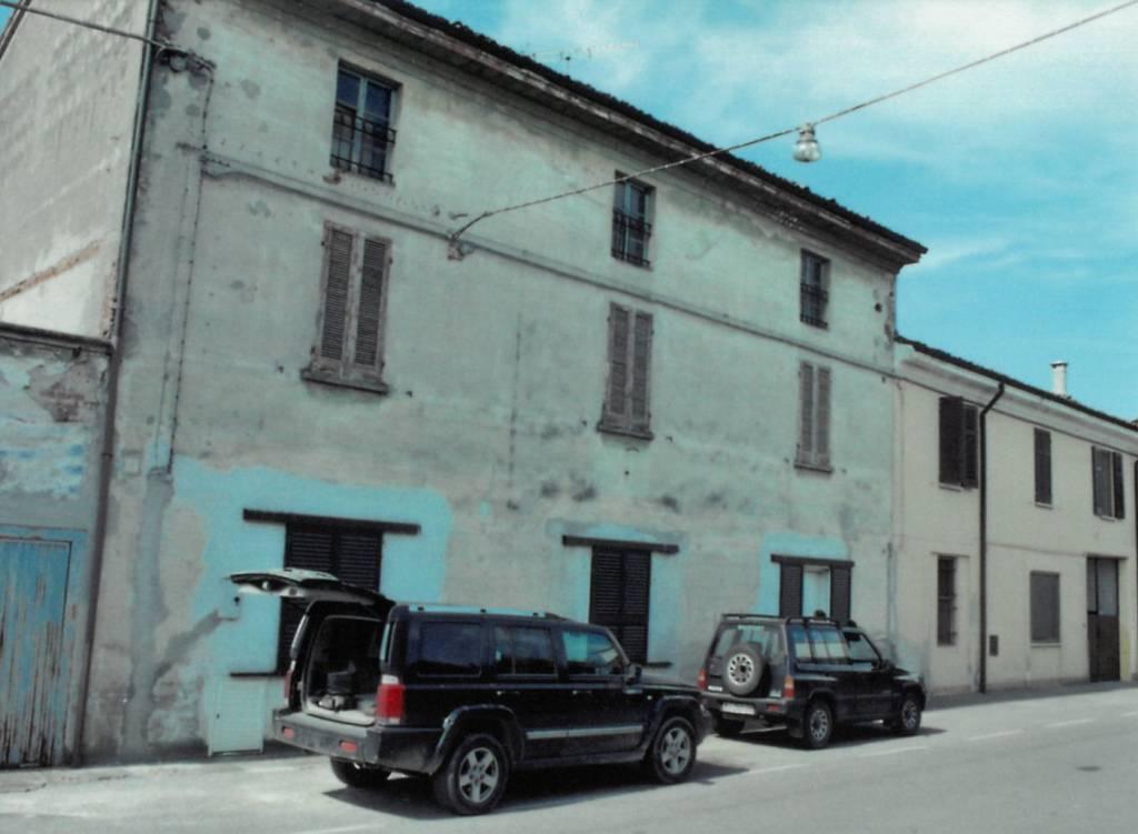 Palazzo / Stabile in vendita a Corte de' Cortesi con Cignone, 6 locali, prezzo € 75.000 | PortaleAgenzieImmobiliari.it