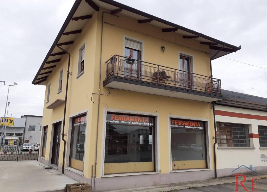 Negozio / Locale in affitto a Vigone, 3 locali, prezzo € 1.700 | PortaleAgenzieImmobiliari.it