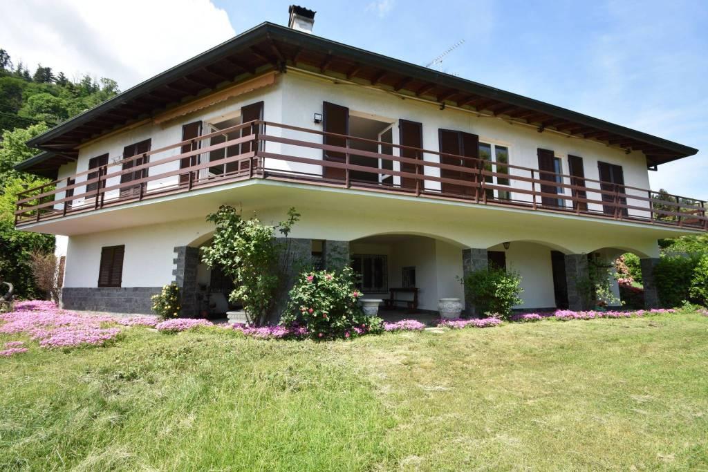 Villa in vendita a Meina, 7 locali, prezzo € 740.000 | PortaleAgenzieImmobiliari.it