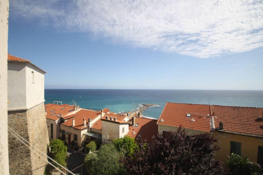 Appartamento in vendita a Ospedaletti, 5 locali, prezzo € 350.000 | CambioCasa.it