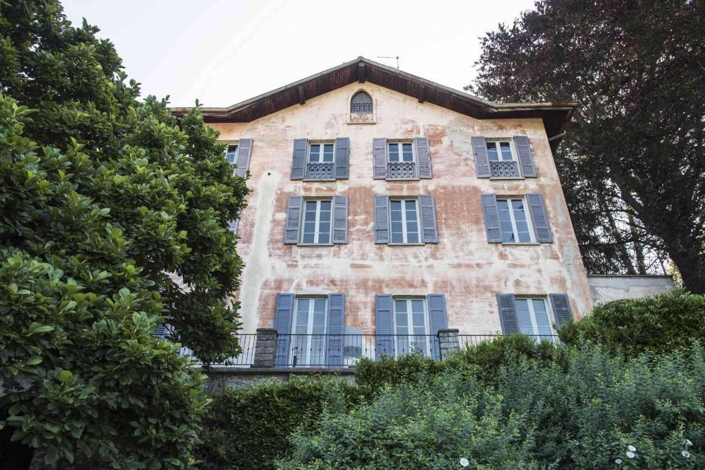 Villa in Vendita a Faggeto Lario
