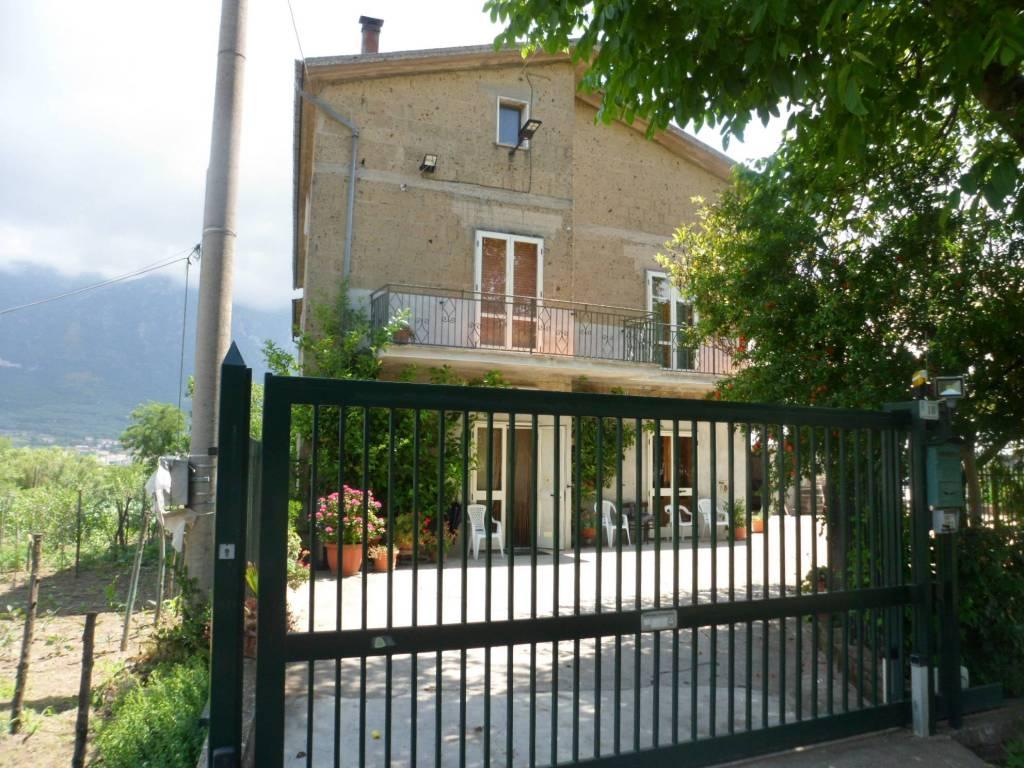 Villa in vendita a Airola, 11 locali, prezzo € 400.000 | CambioCasa.it