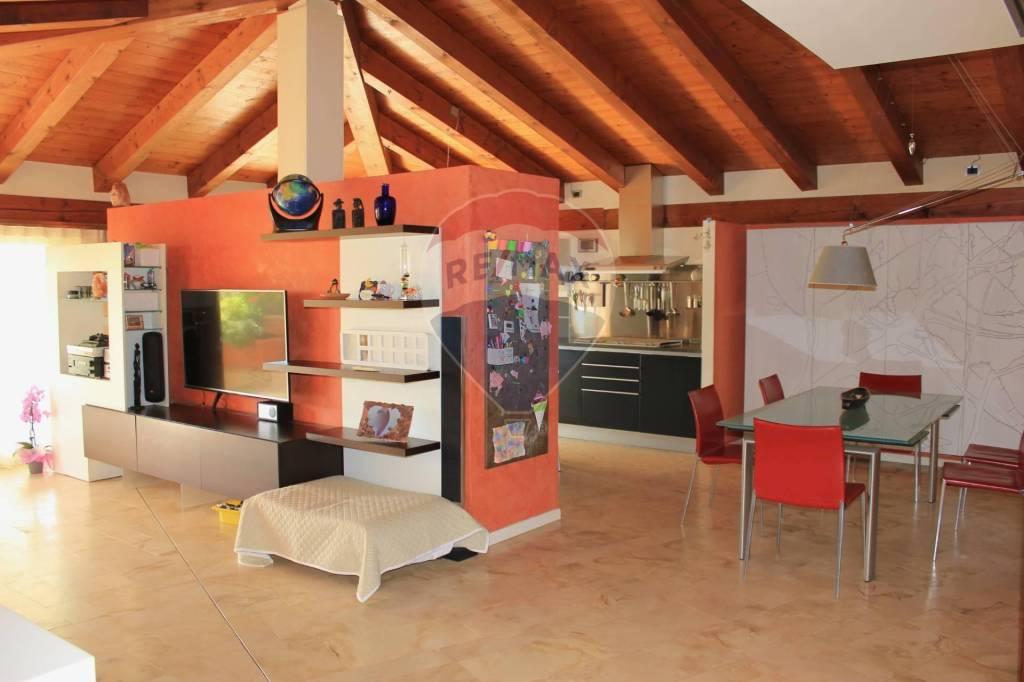 Appartamento in vendita a Arcugnano, 5 locali, prezzo € 226.000 | CambioCasa.it