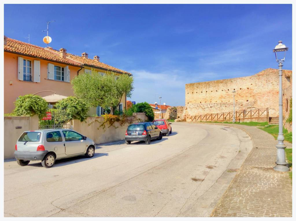 Soluzione Indipendente in vendita a Fano, 6 locali, prezzo € 650.000 | CambioCasa.it