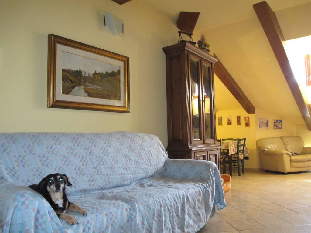 Appartamento in Affitto a Quarrata Periferia: 5 locali, 100 mq