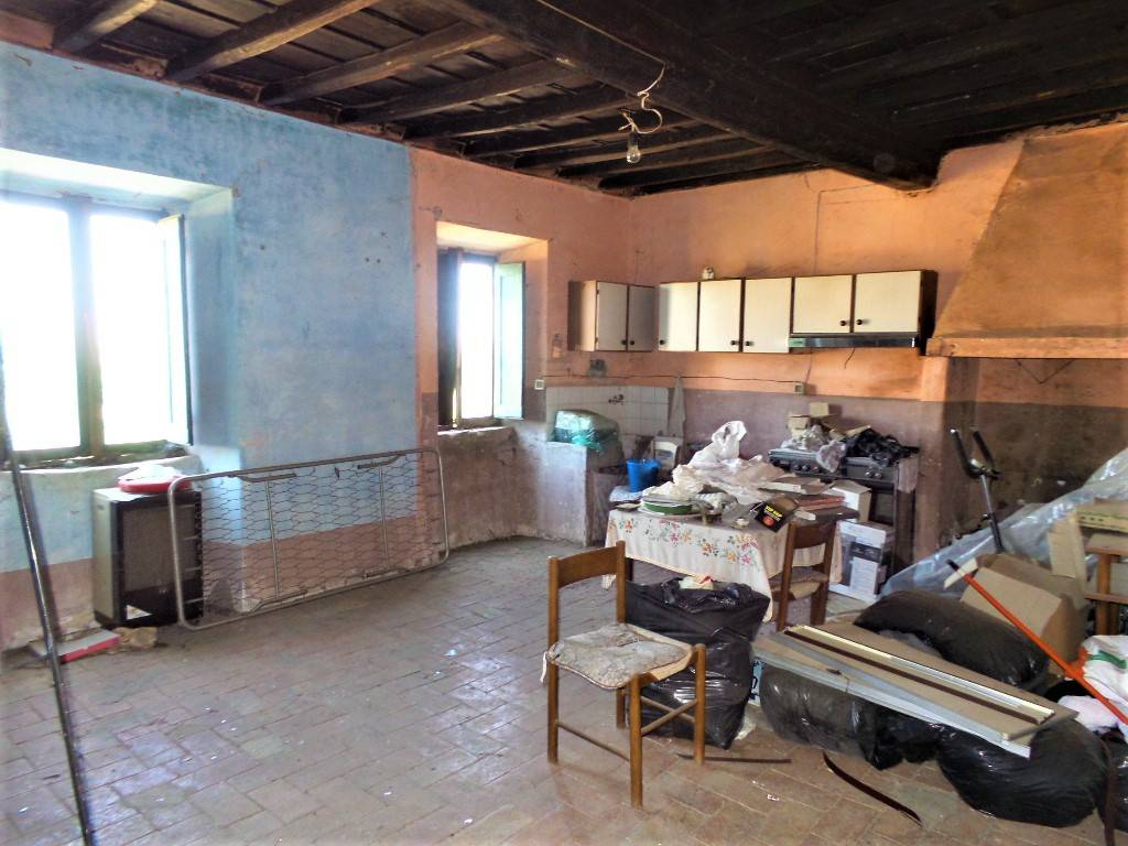 Appartamento in vendita a Carbognano, 3 locali, prezzo € 8.500   CambioCasa.it