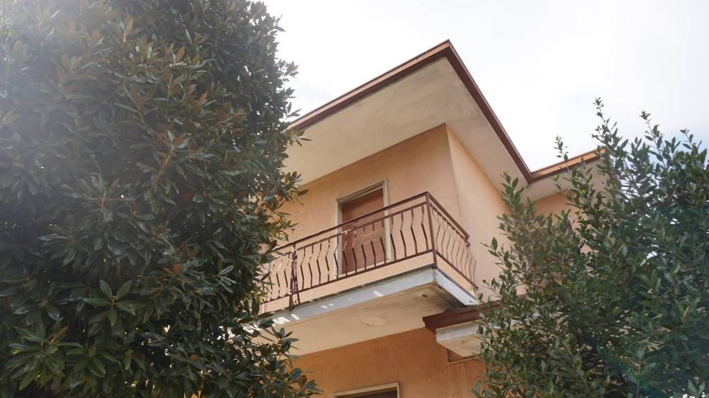 Appartamento in vendita a Ghedi, 5 locali, prezzo € 130.000 | PortaleAgenzieImmobiliari.it