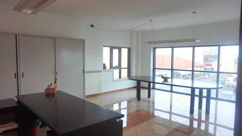 Ufficio / Studio in vendita a Ghedi, 2 locali, prezzo € 85.000 | PortaleAgenzieImmobiliari.it