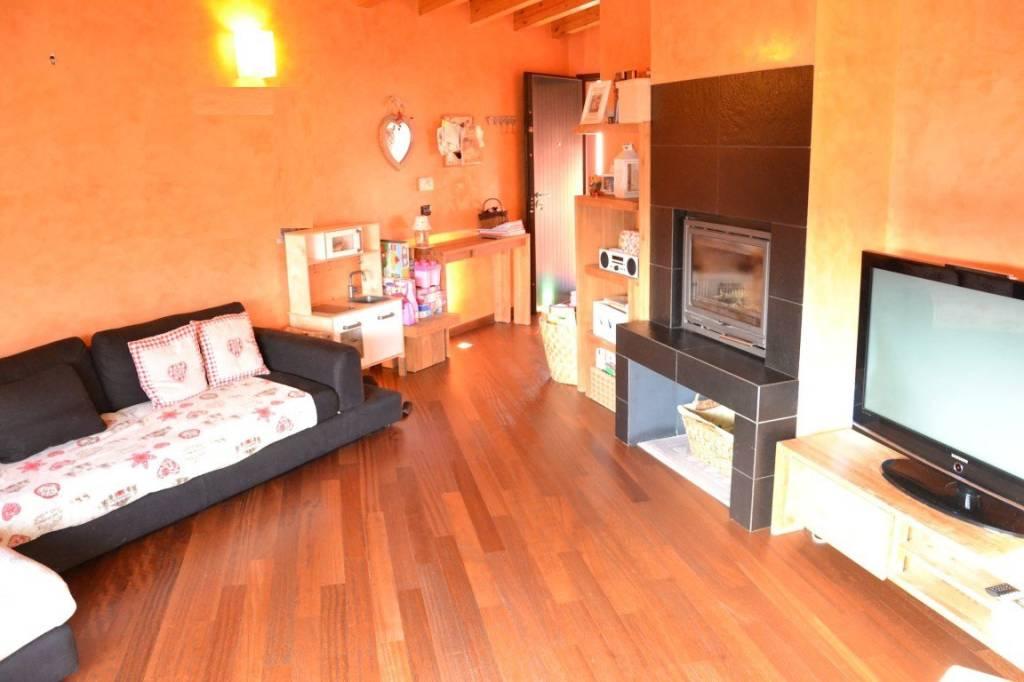 Appartamento in vendita a Casnigo, 3 locali, prezzo € 150.000 | PortaleAgenzieImmobiliari.it