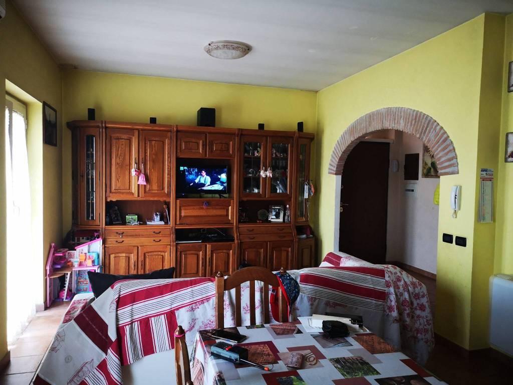 Appartamento in vendita a Fara in Sabina, 3 locali, prezzo € 109.000 | CambioCasa.it