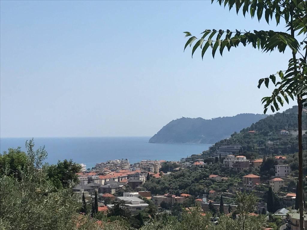 Appartamento in vendita a Alassio, 12 locali, Trattative riservate | PortaleAgenzieImmobiliari.it