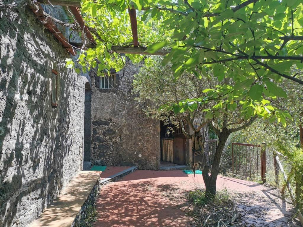 Rustico in Vendita a Sant'Alfio Centro: 2 locali, 120 mq
