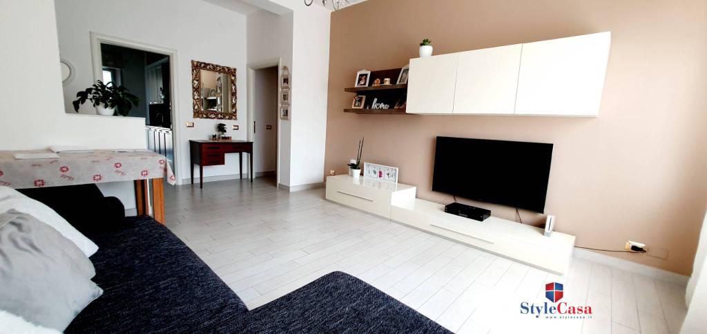 Appartamento in vendita a Caronno Pertusella, 3 locali, prezzo € 139.000 | CambioCasa.it