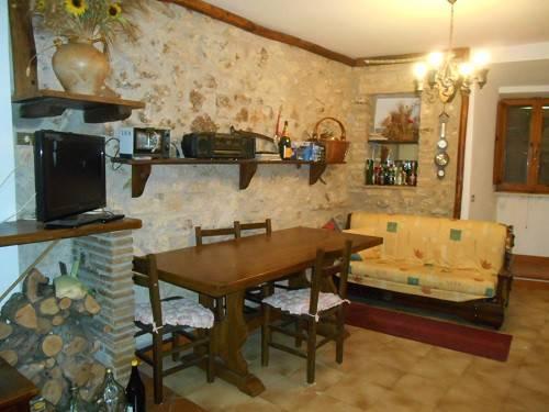 Appartamento in vendita a Montecchio, 3 locali, prezzo € 39.000 | CambioCasa.it