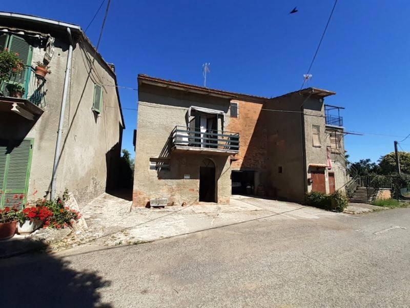 Casa indipendente in Vendita a Castiglione Del Lago Periferia: 5 locali, 300 mq