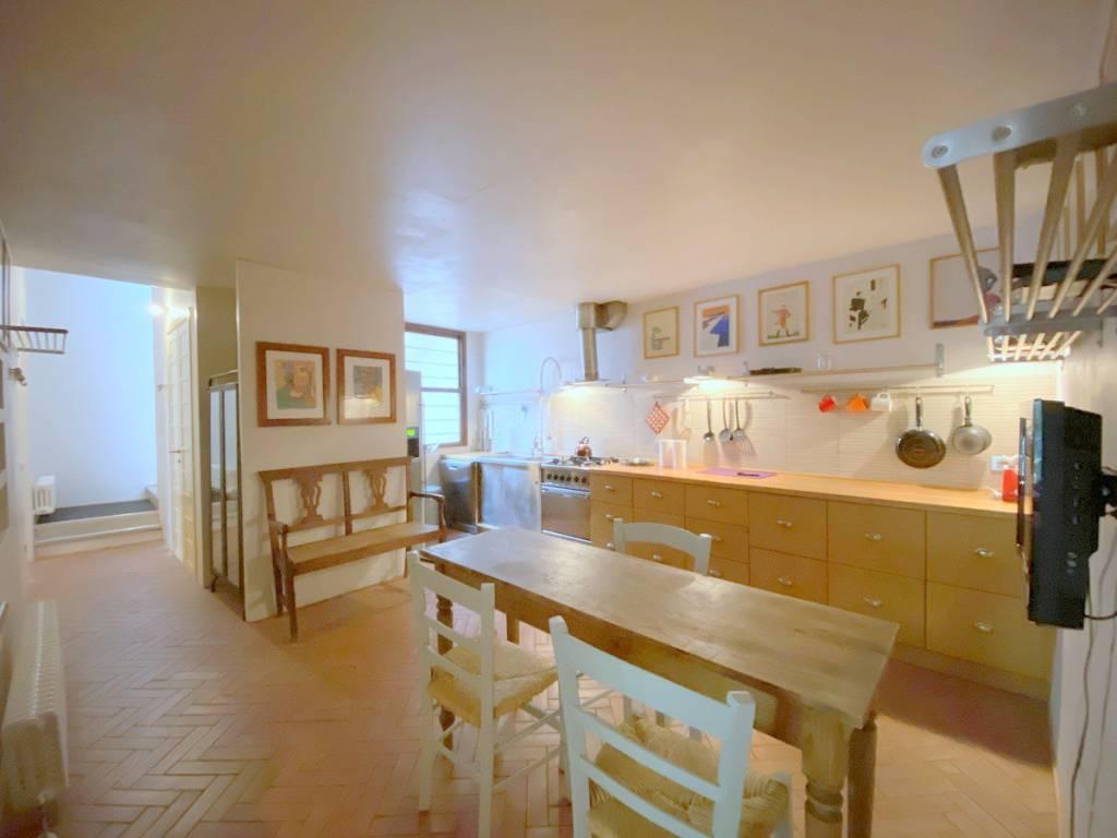 Appartamento in vendita a Città della Pieve, 5 locali, prezzo € 200.000 | CambioCasa.it