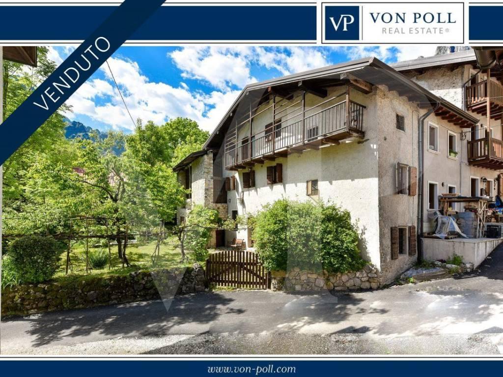 Rustico / Casale in vendita a Posina, 6 locali, prezzo € 210.000 | CambioCasa.it