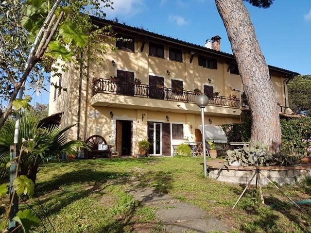 Rustico / Casale in vendita a Roma, 7 locali, zona Zona: 37 . Morena - Ciampino - Trigoria - Falcognana, prezzo € 549.000 | CambioCasa.it