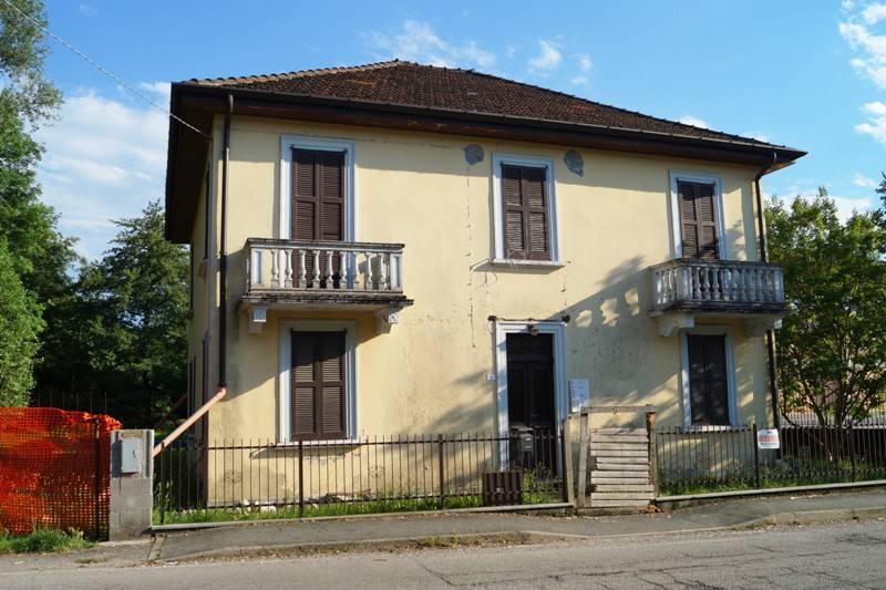 Villa in vendita a Leggiuno, 7 locali, prezzo € 95.000 | CambioCasa.it