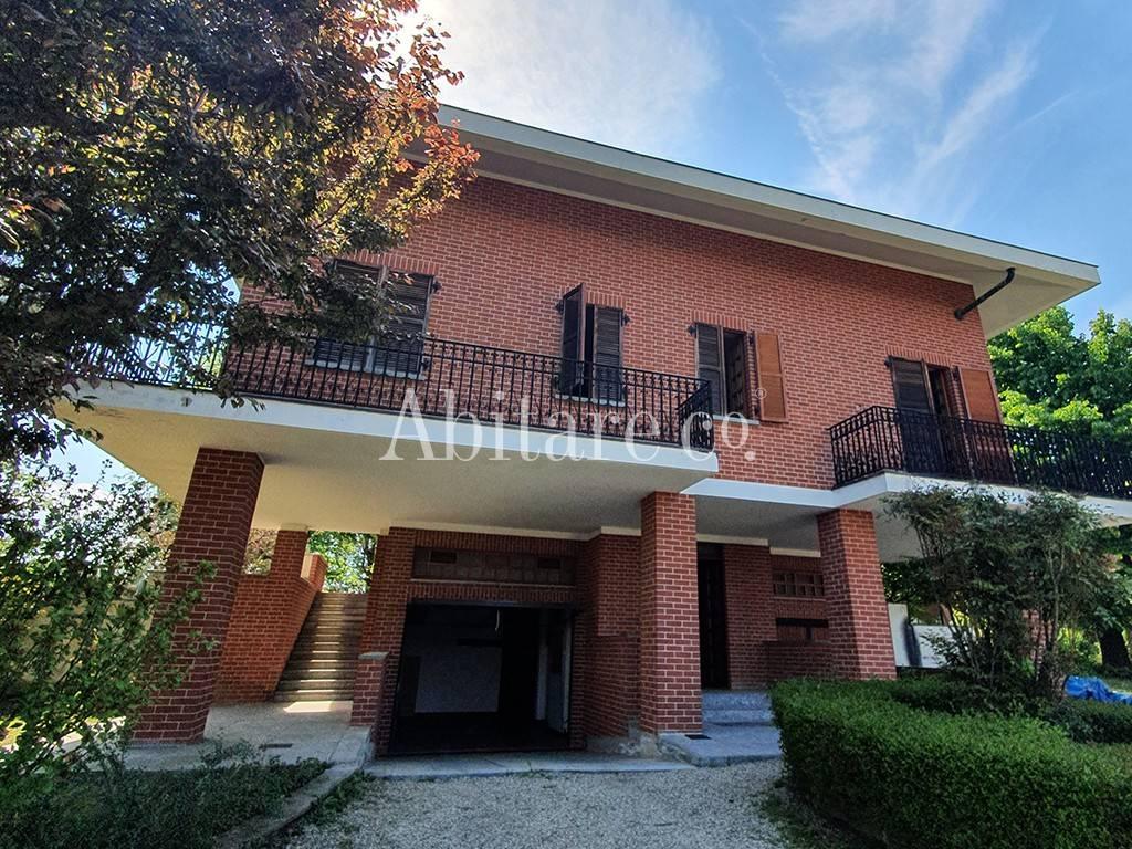 Villa in Vendita a Tigliole Centro: 5 locali, 600 mq