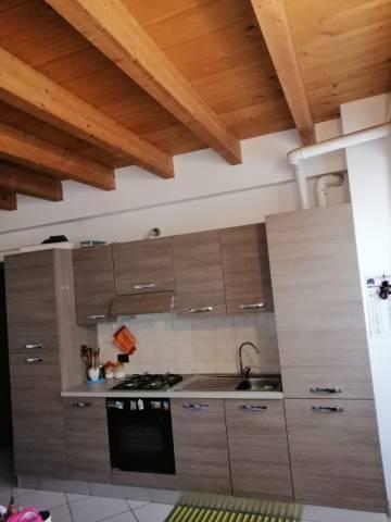Appartamento in buone condizioni parzialmente arredato in vendita Rif. 6812138
