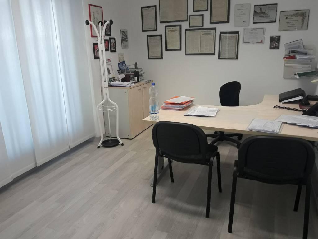 Negozio / Locale in affitto a Olgiate Comasco, 3 locali, prezzo € 770 | CambioCasa.it