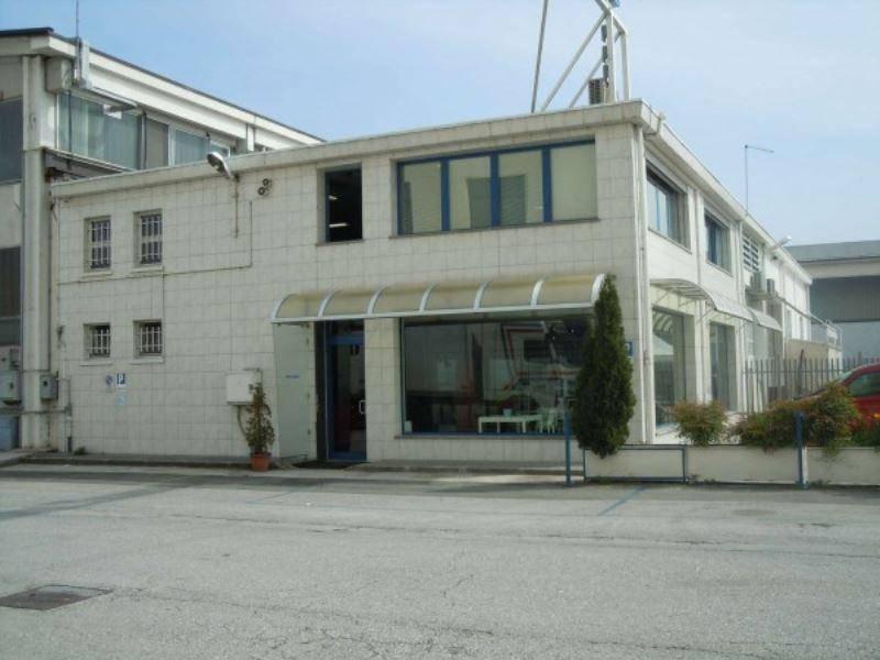 Capannone in vendita a Cuneo, 6 locali, prezzo € 320.000 | CambioCasa.it